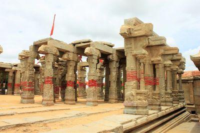 Lepakshi Hanging Pillar