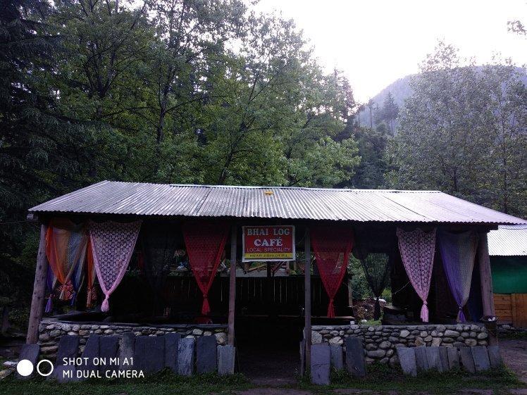 Bhai Log Cafe