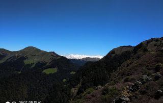 Mesmerising views of Pir Pinjal Valley, Friendship Peak, Hanuman Tibba and Seven Sisters.