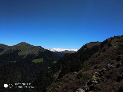 Mesmerising views of Pir Pinjal Valley, Friendship Peak, Hanuman Tibba and Seven Sisters.