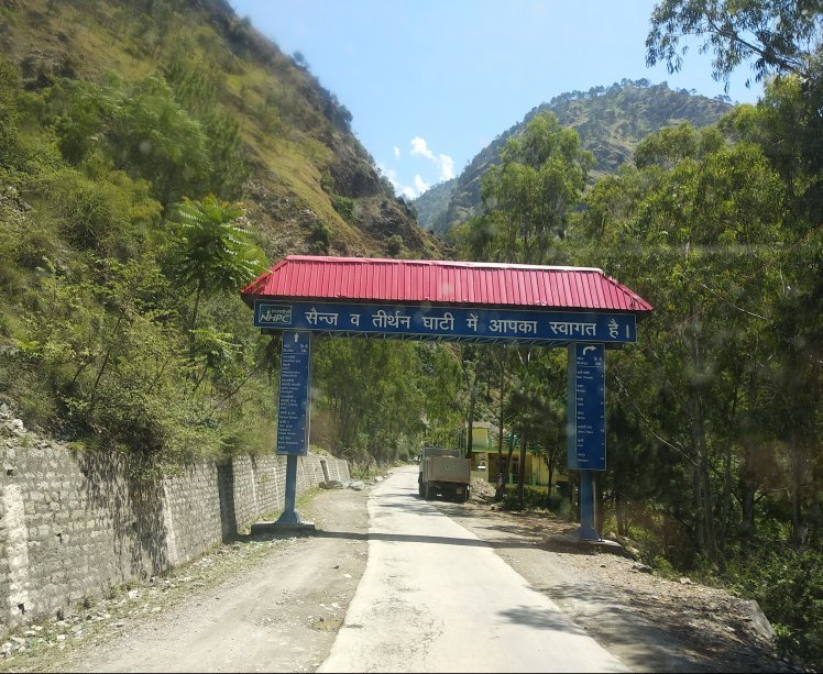 Roads to Thirthan Valley